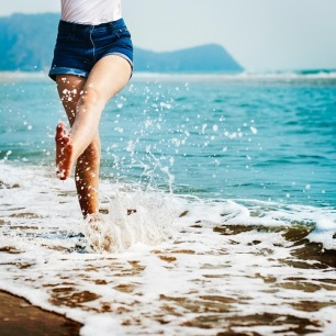 barefoot-beach-blur-296879comp